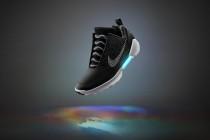 """耐克推出能自动系鞋带的运动鞋""""Nike HyperAdapt 1.0"""""""