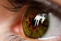 """当""""微型计算机""""植入眼睛,用户隐私是否会被质疑?"""