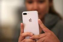 2016年第四季度高端手机市场苹果市场占有率70%