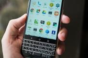 将黑莓运营权收入囊中后 TCL推出了一款黑莓键盘手机