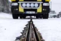 瑞典建成世界上第一条电气化道路,汽车在路面行驶时充电