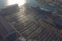 马斯克分享Model 3码头等待上船照片,称2019年将生产50万辆