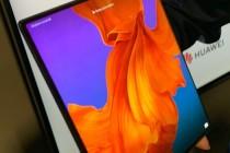 华为首款5G可折叠手机Mate X,约合人民币17500元