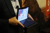 外媒报道联想展示世界上第一台ThinkPad可折叠个人电脑的原型机